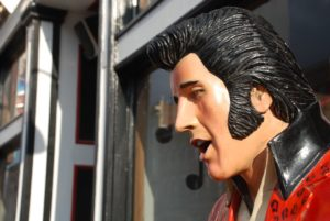 A statue of Elvis